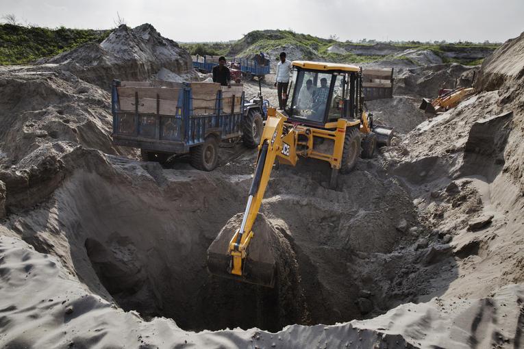 Le sable modelé par l'eau, ressource clé pour l'immobilier