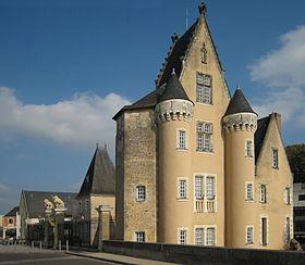 Château des Carmes, hôtel de ville