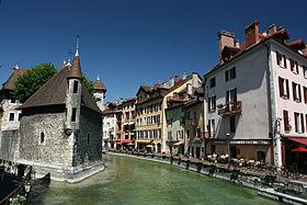 Annecy - Le palais de l'Isle et le Thiou